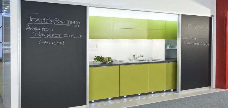 Die Büroküche: Schiebetüren schaffen neue Räume | HÄFELE