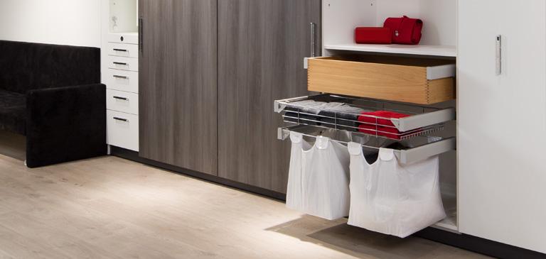 Kleiderschr nke mit liftsystem und beleuchteten for Wohnideen hobbyraum