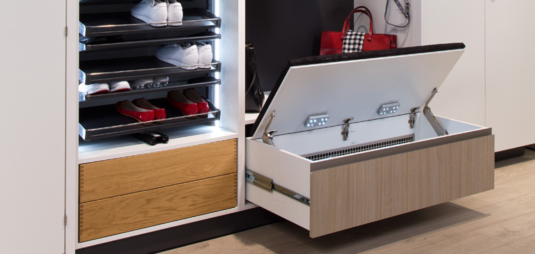 Skilfully combined: the drawers offer storage space as well as seats