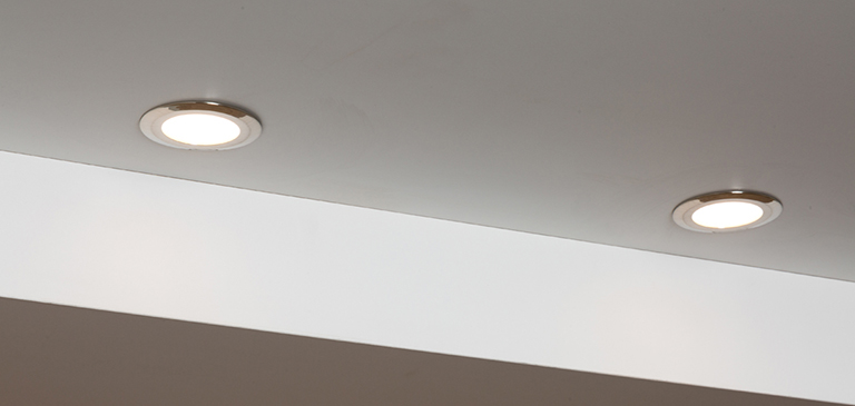 Recessed spotlights provide the niche with optimum illumination, without putting spots of light on the seating and lying surface.
