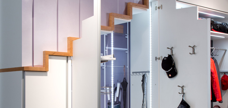 Plenty of light inside the walk-in wardrobe provides a clear overview