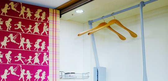 Optimum use can be made of all of the space due to the clothes lift.