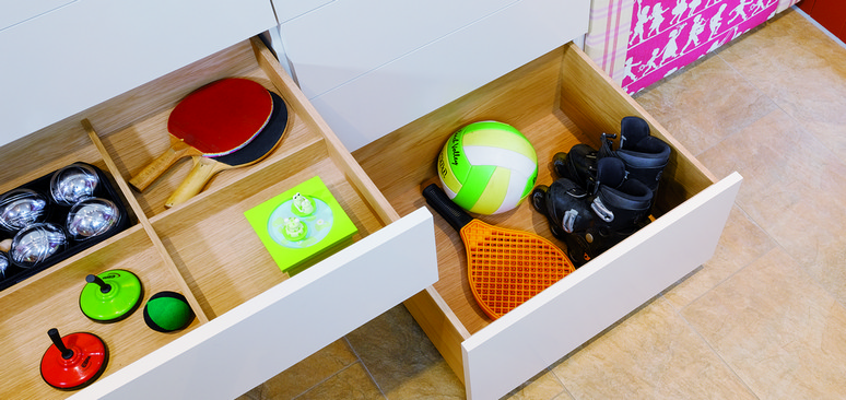 Everything can be tidily stored, since the drawers are adapted to the contents.