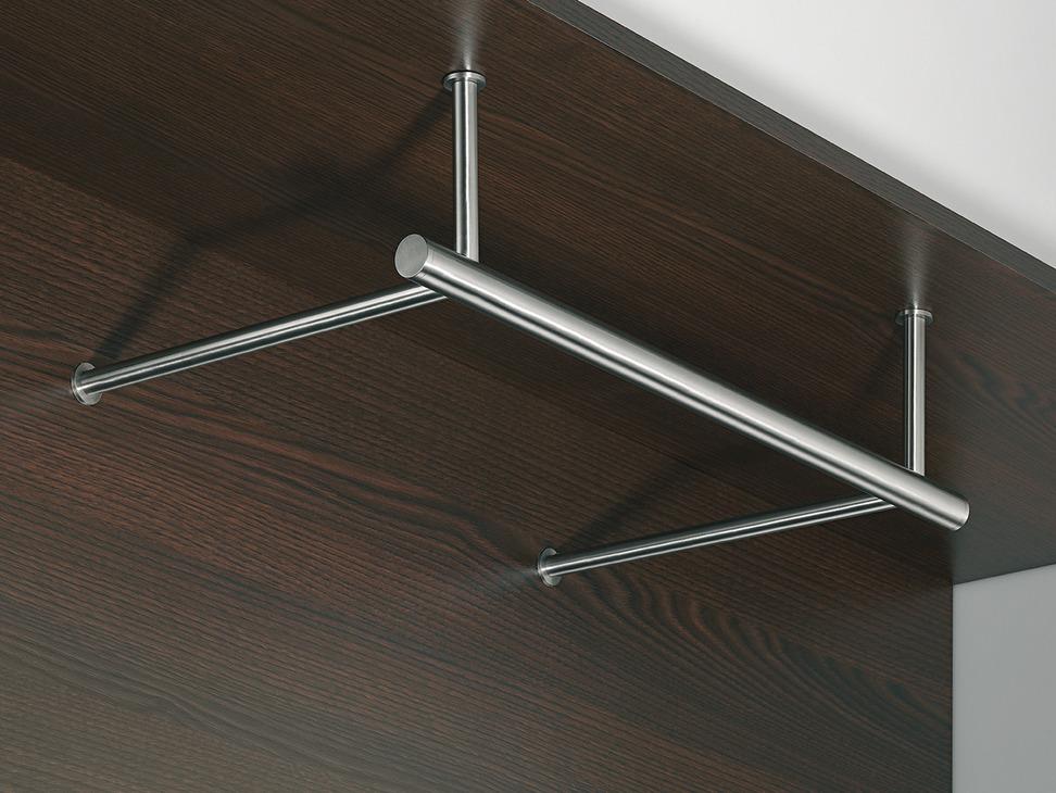 garderobe aus edelstahl montage unter dem fachboden und. Black Bedroom Furniture Sets. Home Design Ideas