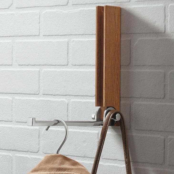 garderobe aus nussbaum und aluminium haken klappbar. Black Bedroom Furniture Sets. Home Design Ideas