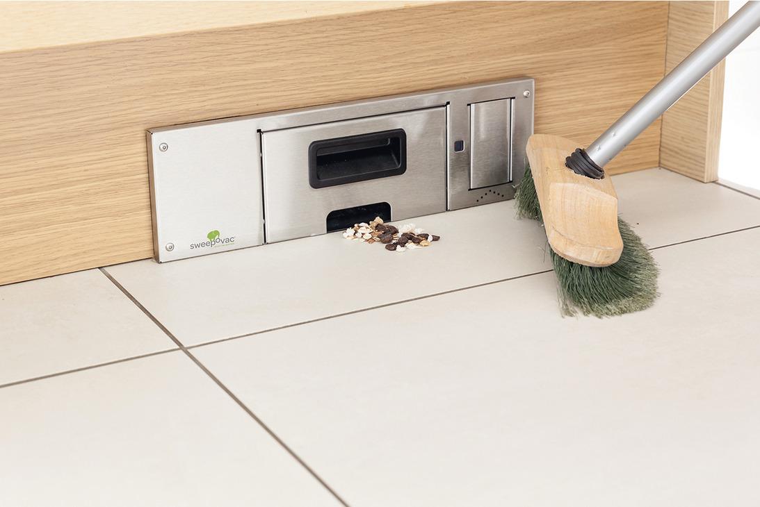 Sockelsauger, zur Installation unter Kücheneinheiten   online bei HÄFELE